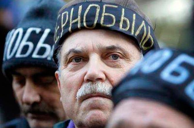 Мужчина в шапке с надписью - Чернобыль
